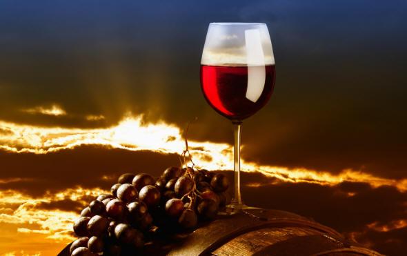 vino_rosso_botte_tramonto